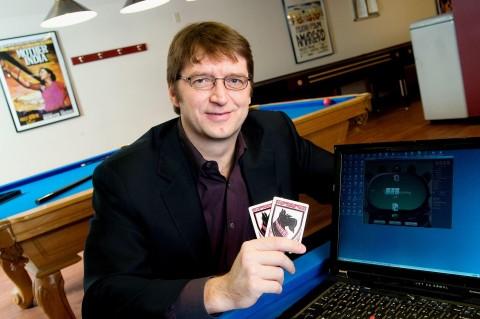 Компьютер проиграл человеку в покер