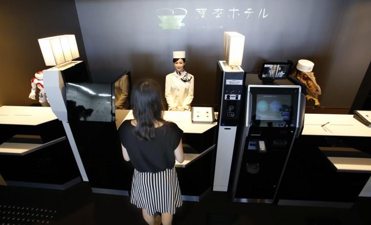 Первый отель с роботами, в качестве обслуживающего персонала, открыт в Японии